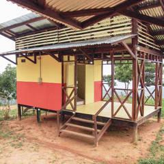 : Comedores de estilo  por Ensamble de Arquitectura Integral, Rural Madera Acabado en madera