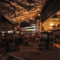 RESTAURANTE BRUNO: Locales gastronómicos de estilo  por Ensamble de Arquitectura Integral, Industrial