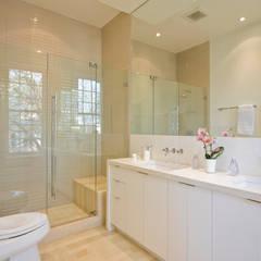 California Casual in Georgetown: modern Bathroom by FORMA Design Inc.