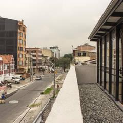 : Edificios de oficinas de estilo  por Ensamble de Arquitectura Integral, Minimalista Metal