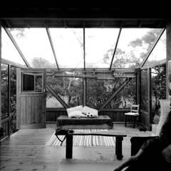 Casa Bem - te - vi Jardins de inverno rústicos por A+R arquitetura Rústico Vidro