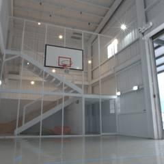Garage/shed by 構築設計