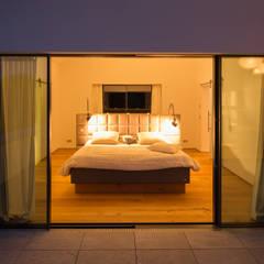 Wohnhaus in Bremen:  Schlafzimmer von DIEPENBROEK I ARCHITEKTEN