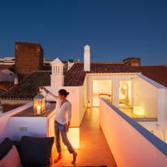 Casa Lila Varandas, marquises e terraços modernos por dacruzphoto Moderno Betão