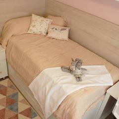 Decoración de un apartamento en Gandía.: Dormitorios infantiles de estilo  de Ideas Interiorismo Exclusivo, SLU