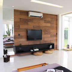 Spa Residencial: Saunas  por Fabiana Nishimura Arquitetura
