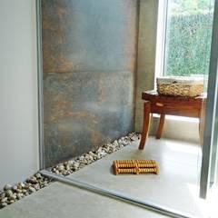 Saunas de estilo  de Fabiana Nishimura Arquitetura