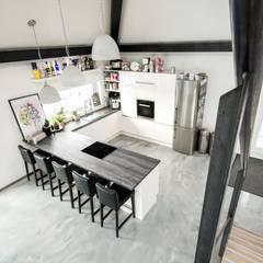 K-MÄLEON Doppelhaus:  Einbauküche von K-MÄLEON Haus GmbH