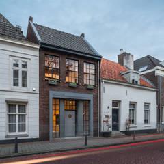 Loft Sixty-Four: moderne Huizen door EVA architecten