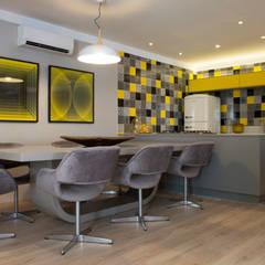 Casa Container: Salas de jantar  por Daniel Kalil Arquitetura,Moderno