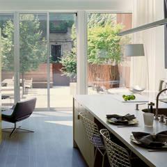 West Village Brownstone, New York, NY:  Kitchen by BILLINKOFF ARCHITECTURE PLLC
