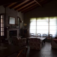 casa rural: Livings de estilo  por Arq Andrea Mei   - C O M E I -,Rural