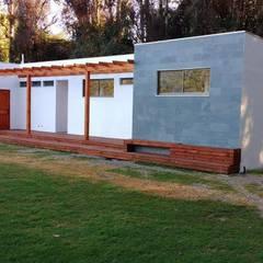 CAMARINES DERCO - COMPLEJO DEPORTIVO PEÑAFLOR: Lugares para eventos de estilo  por Constructora Montgreen Ltda.