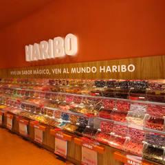 Tienda Taxco. HARIBO en PORTAVENTURA : Espacios comerciales de estilo  de HD Arquitectura d'interiors