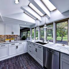 ห้องครัว by Main Line Kitchen Design
