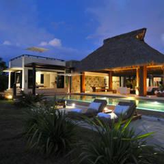 fotógrafo profesional de Arquitectura en México: Villas de estilo  por foto de arquitectura