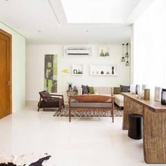 Elena: eclectic Living room by Marilen Styles