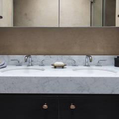 Shower Room:  Bathroom by Dabrovska Design
