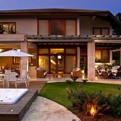 Terrace by MACHADO DE ALMEIDA ARQUITETURA E INTERIORES