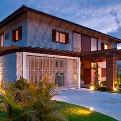 fachada especial: Casas familiares  por MACHADO DE ALMEIDA ARQUITETURA E INTERIORES
