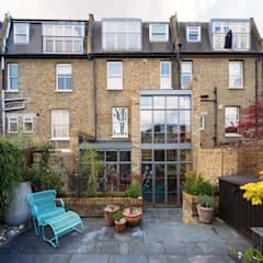 Double height crittall style extension:  Houses by HollandGreen