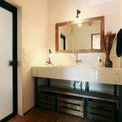 ほどよく自然体でかっこよく暮す家「BROOKLYN HOUSE」: オレンジハウスが手掛けた浴室です。