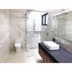 Casa Jerónimo: Baños de estilo  por AParquitectos