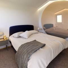 ห้องนอนขนาดเล็ก by MIA arquitetos