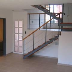 2 Duplex sobre calle Cabildo en La Falda, Provincia de Córdoba: Comedores de estilo  por Dario Basaldella Arquitectura