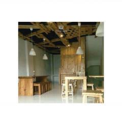 Cafeeiro 10:  Ruang Komersial by Studio AKU
