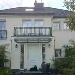 ...und einem leichten Hang zur Klassik:  Einfamilienhaus von 2kn architekt + landschaftsarchitekt Thorsten Kasel + Sven Marcus Neu PartSchG