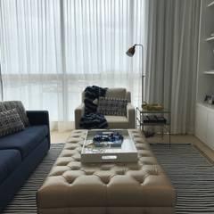 family room: Salas multimedia de estilo  por Ecologik