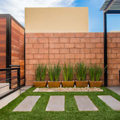 حیاط by S2 Arquitectos