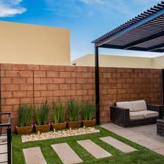 Área Exterior SFM: Jardines de estilo  por S2 Arquitectos, Moderno