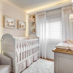 Nursery/kid's room by Carolina Kist Arquitetura & Design