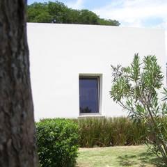 Bio Domus D.01, una casa di pregio, bioclimatica ed eco-sostenibile progettata per il comfort, l'eleganza e il benessere.: Casa passiva in stile  di Aroma Italiano Eco Design
