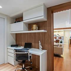 Study/office by Carolina Kist Arquitetura & Design,