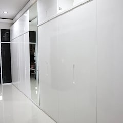 Closets de estilo minimalista de The GoodWood Interior Design Minimalista