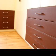 Begebares Ankleidezimmer - Schubläden:  Ankleidezimmer von Wagner Möbel Manufaktur