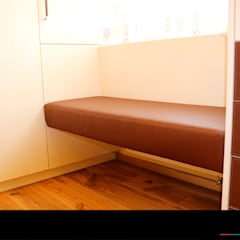 Begebares Ankleidezimmer - Sitzbank:  Ankleidezimmer von Wagner Möbel Manufaktur