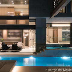 Swimming Pool & Entertainment Area:  Houses by Nico Van Der Meulen Architects