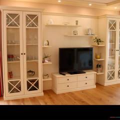 Wohnzimmer:  Wohnzimmer von Wagner Möbel Manufaktur