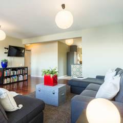 Home Staging en el piso de Juan en Sada, Galicia: Salones de estilo  de CCVO Design and Staging