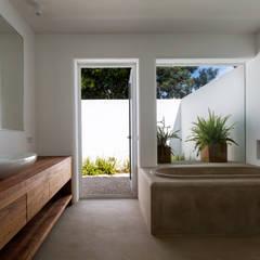 Baños de estilo  por Alejandro Giménez Architects