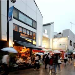 「華月」~IZA鎌倉の簡易宿泊所: 香月真大建築設計事務所 / SIAが手掛けた木造住宅です。