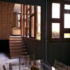 rustic Dining room by JMN arquitetura