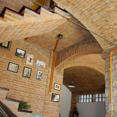 Residência em São Carlos: Corredores e halls de entrada  por JMN arquitetura