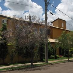 Nhà có sân thượng by JMN arquitetura