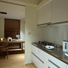 Módulos de cocina de estilo  de 齊禾設計有限公司
