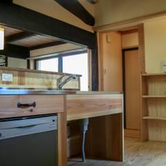 丸亀市の家: エムアイ.アーキテクトが手掛けたキッチンです。,クラシック